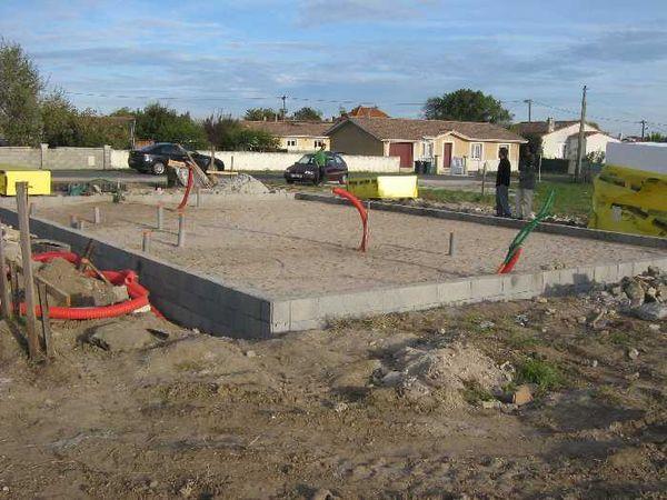 La maison durable la dalle est coul e - Fondation sur terre argileuse ...